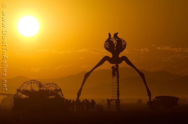 Silhouette of one of the killing machine from H.G. Wells War of the Worlds