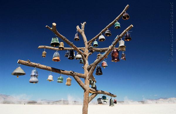 Thế giới Tình yêu - Page 4 Bell-Tree-by-Sara-Chieco-burningman-art