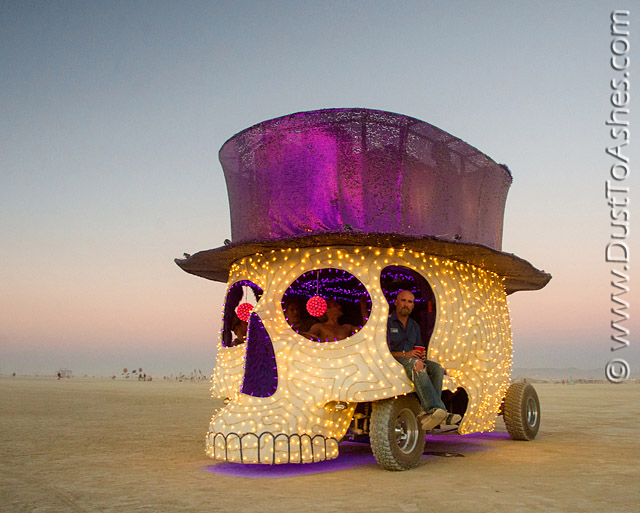 Skeleton art vehicle